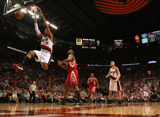LaMarcus Aldridge dunks in the second half of the game 2 of the Blazers Rockets Round 1 playof series on April 21, 2009.  Photo by Craig Mitchelldyer and LE Baskow
